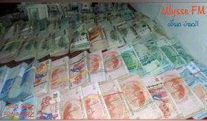 لاحتفاظ بـ 4 إطارات بنكية متورطين في مساعدة تاجر لتهريب حوالي 200 مليار